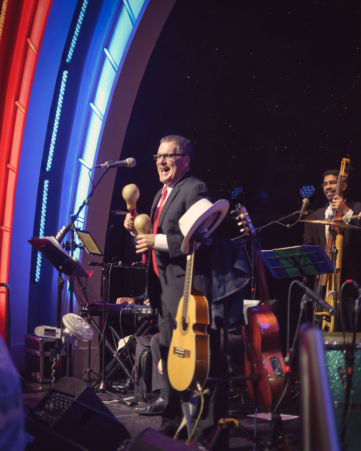 JuanMa-playing-maracas-smiling-bass-player-background-Empire-City-Yonkers-Raceway-Casino-concert